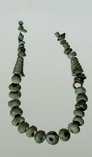 Collana di bronzo dal Nuraghe Attentu o Mela Ruja- Sassari. Bronzo Finale (1100-900 a.C. circa) - Civiltà Nuragica. Collezione Dessì