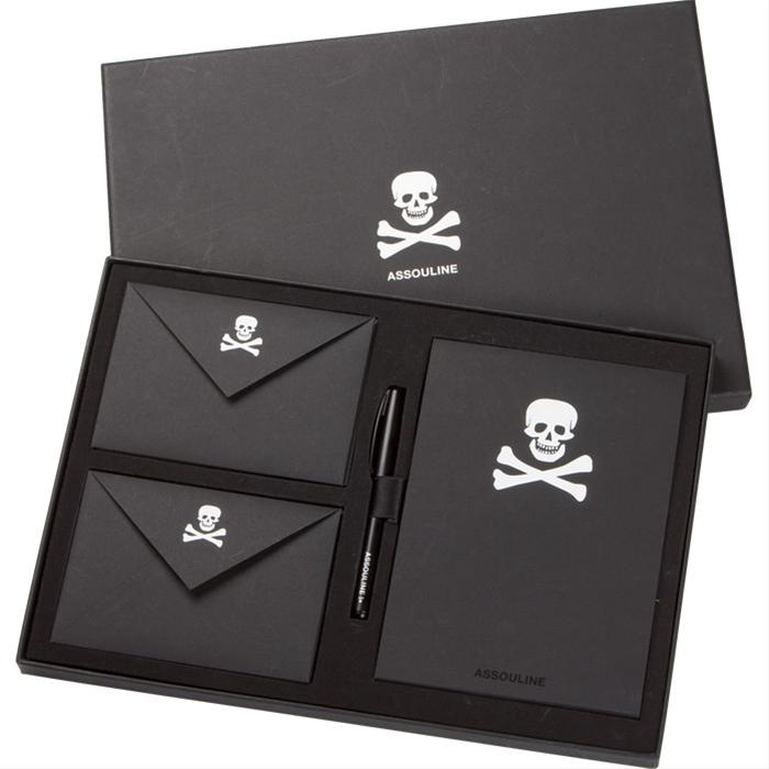 Thought that this would be something that @Kim H would like : ).Skull Stationery!
