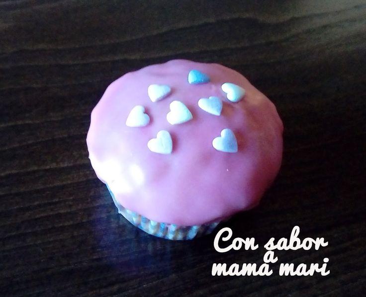 Cupcake vainilla decorado glaseado sencillo