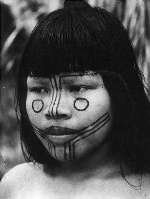 Pintura facial de iniciação feminina da tribo Karajá (MT-TO).