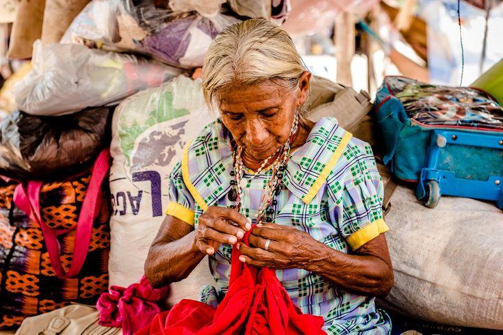 Eles foram ameaçados de deportações e enfrentaram o preconceito e a xenofobia nas ruas de Boa Vista (Foto: Yolanda Mêne/Amazônia Real)  Boa Vista (RR) – Ameaçados de deportações por várias vezes ou enfrentando preconceitos e xenofobia por causa da mendicância nos semáforos de Boa Vista, os índios Warao agora são apoiados pelos órgãos governamentais …