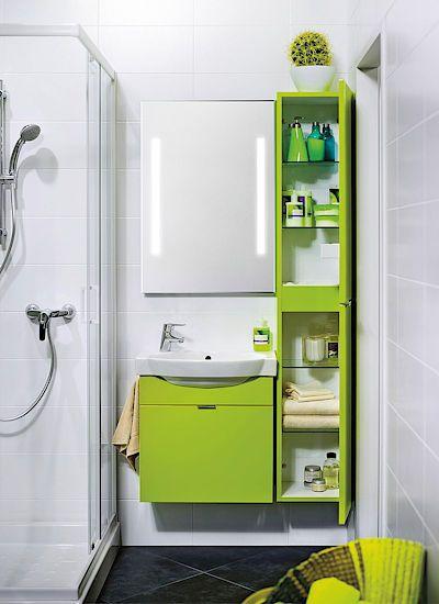 Pro hygienické pomůcky a kosmetiku využijte v minikoupelně šikovné mělké a vysoké skříňky. Neubírají prostor a udrží pořádek.