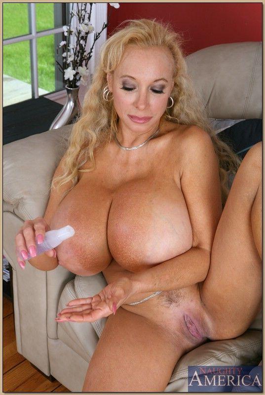 Big boob nude women