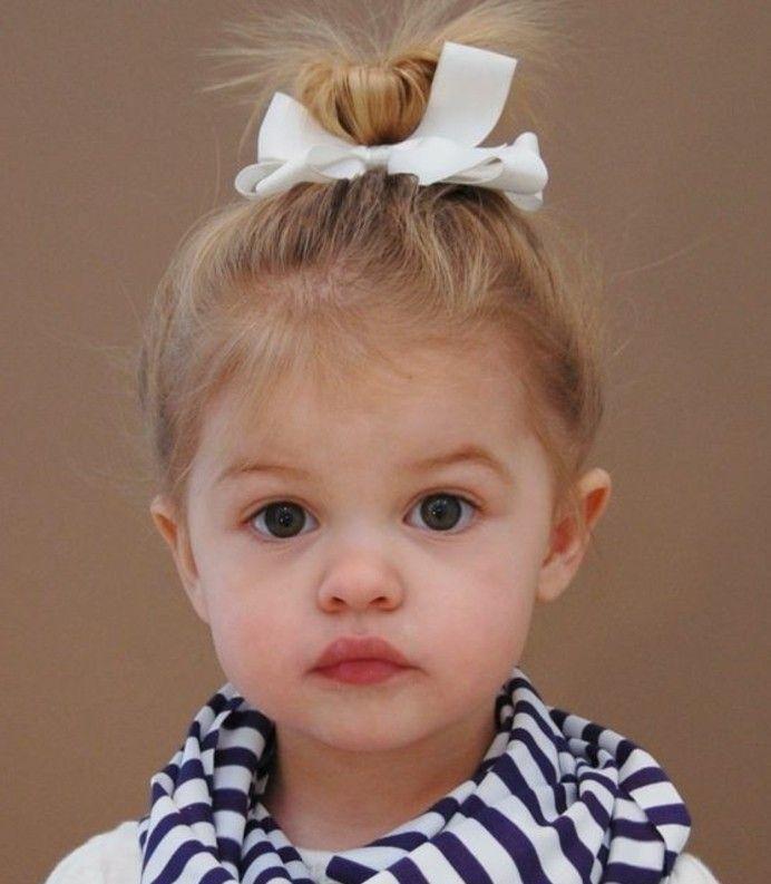 coiffure bébé fille avec un chignon élégant et mignon   – fisrt baby ronron