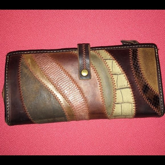 Fossil wallet Leather wallet. Good used condition. Fossil Bags Wallets