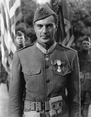 Gary Cooper stars in one of my favorite films Sgt. York.!!!!!!!!!!!!! <3