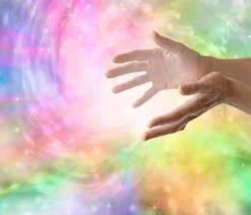 Comment envoyer de l'énergie de guérison à distance en 6 étapes simples Nos pensées sont puissantes. Elles sont tellement puissantes qu'il suffit souvent de penser à quelqu'un pour lui envoyer un p…