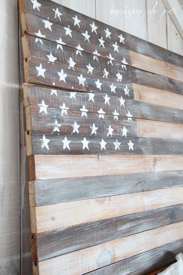 DIY planked American flag at maisondepax.com