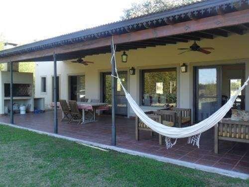 Casa estilo campestre en chacras del molino galerias for Casa de estilo campestre