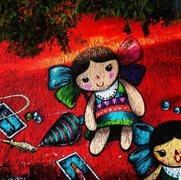 Mexican dolls Street Art by @le_juanillo