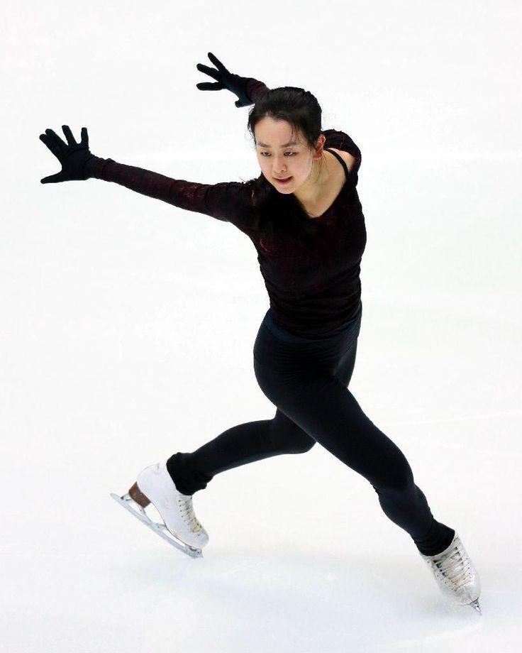 全日本選手権の公式練習で調整する浅田真央=大阪府門真市(撮影・松永渉平)