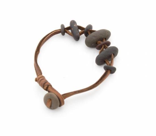 pulsera de cuero y piedras naturales  cordón de cuero,piedra natural a mano