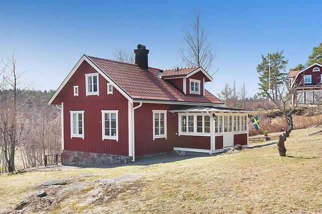 Fastighetsmäklare Mäklare - HusmanHagberg i Stockholm Göteborg Malmö glasveranda vita knutar rött