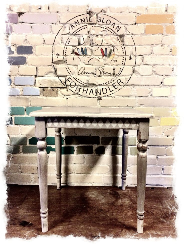 Bord malet med Chalk Paint #Anniesloanhome i farverne French Linen Og Country Grey