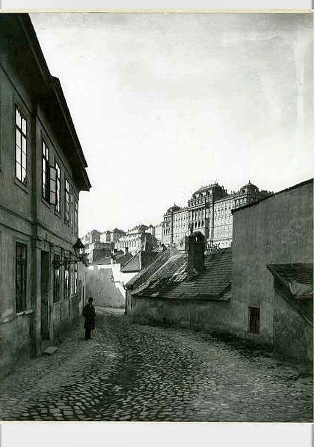 1905. Tabán, Aranykacsa utca.