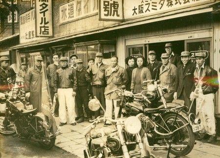 大阪スミタの様子 左から6番目が砂子義一氏
