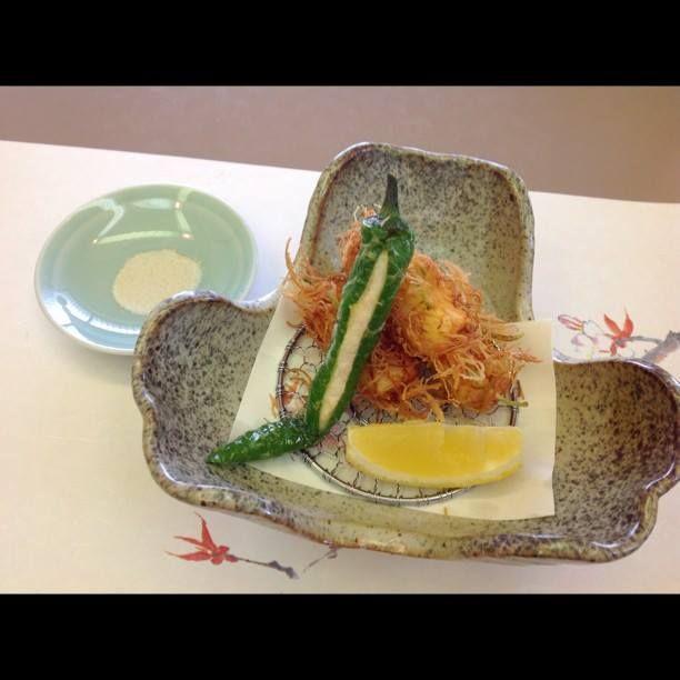 鯛の身 十草揚げ 甘唐海老射込み 桜香塩につけてお召し上がりください at 日本料理 八幸 http://www.hachiko73.co.jp/