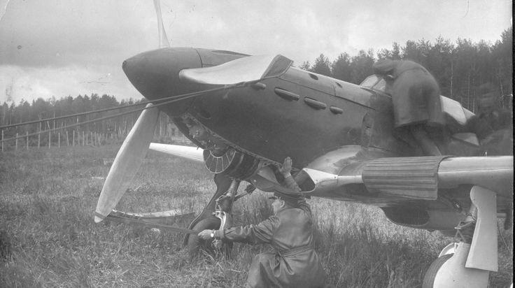 Советский истребитель Як-1 первых серий, запуск двигателя вручную [1]