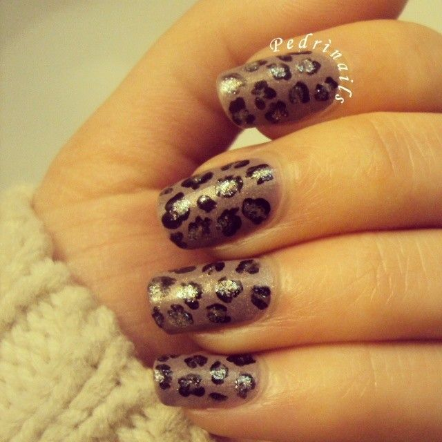 Leopard nails with golden reflections https://instagram.com/p/o3hbyxJVSO/ #nails #nailart #manicure #nailpolish #naillacquer #animalier #cute #design