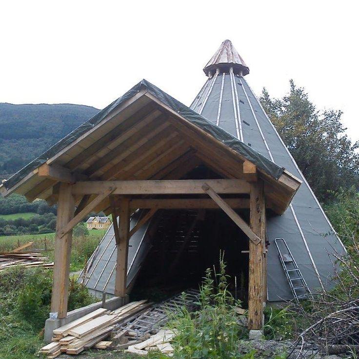"""1 likerklikk, 1 kommentarer – Arild (@a_tuxen) på Instagram: """"#woodenframe #grindbygg #stavbygg #vikings #lavvo Lavvoen i Bø, Vik, Del 5"""""""