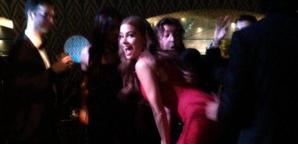 Durante la cerimonia degli MTV Award Miley Cyrus si è esibita nel twerking più chiacchierato di sempre http://tuttacronaca.wordpress.com/2013/09/24/sofia-vergara-e-la-frecciata-a-miley-cyrus-il-twerking-e-nato-in-colombia/