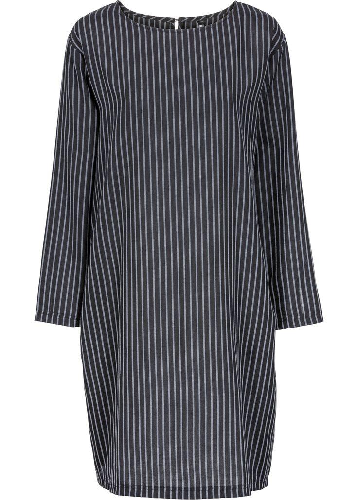 Jetzt anschauen: Lässiges Oversized-Kleid mit modischen Nadelstreifen und Taschen.