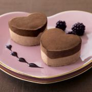 Heart shaped cheese cakes