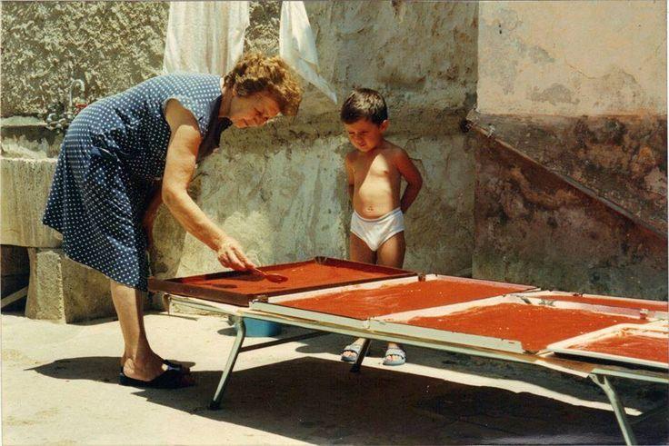 """Preparazione dello """"strattu"""". Vecchie tradizioni di Sicilia"""