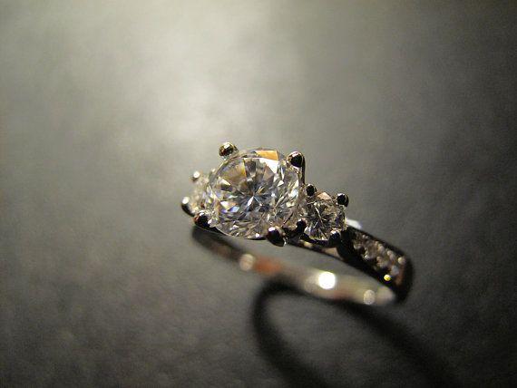 Designer inspiriert - klassisch und elegant-Verlobungsring. Einmal gekauft, Pepe & Ty wird Hand-dieser schöne Ring komplett von Grund auf für Sie machen. RING-HIGHLIGHT: Ring - #MR088; Mikro-Set Schulter Vorfeld 3-Stein-Einstellung und 0,9 Karat Zentrum Stein; Zentrum Stein rund 6,0 mm