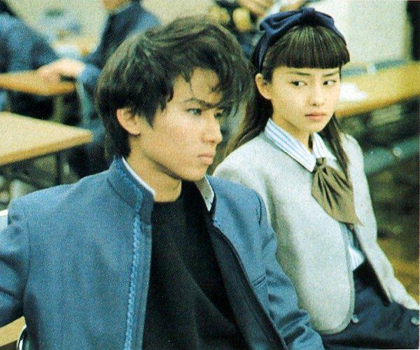 """「銀狼怪奇ファイル」の堂本光一 (キンキキッズ) x 宝生舞。1996年1月~3月、日本テレビ。/  Kōichi Dōmoto (Kinki Kids) x Mai Hōshō in the J drama """"Ginrō Kaiki File"""" lit. 'Silver Fox's Mystery File.'"""