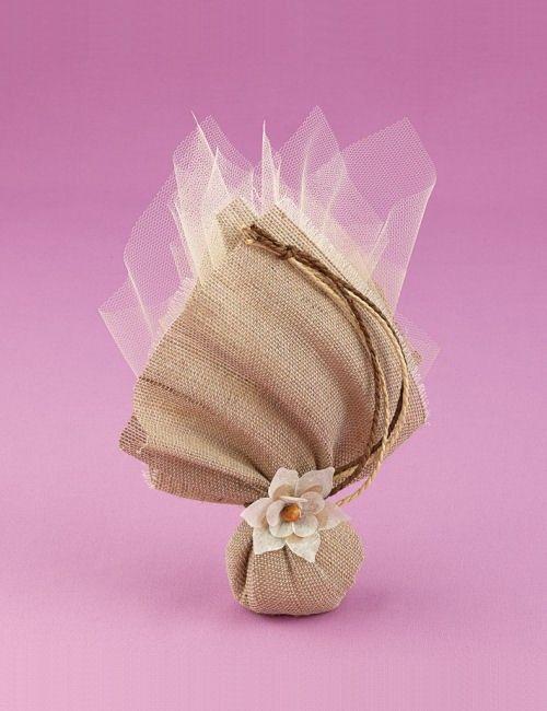Μπομπονιέρα Γάμου Μαντήλι από Ύφασμα Λινάτσα  http://www.mpomponieres.gr/mpomponieres-gamou/bomponieres-gamou-me-mantili-apo-ifasma-linatsa.html #mpomponieres #bombonieres #μπομπονιερες #μπομπονιερεσ