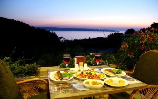 Boğaza Nazır Taşlıhan Restaurant'ta Zengin Balık Menüsü (Seçmeli Balık + Ara Sıcak + Meze + Tatlı + İçecek) 60 TL Yerine Sadece 29.90 TL! - Firsat.me