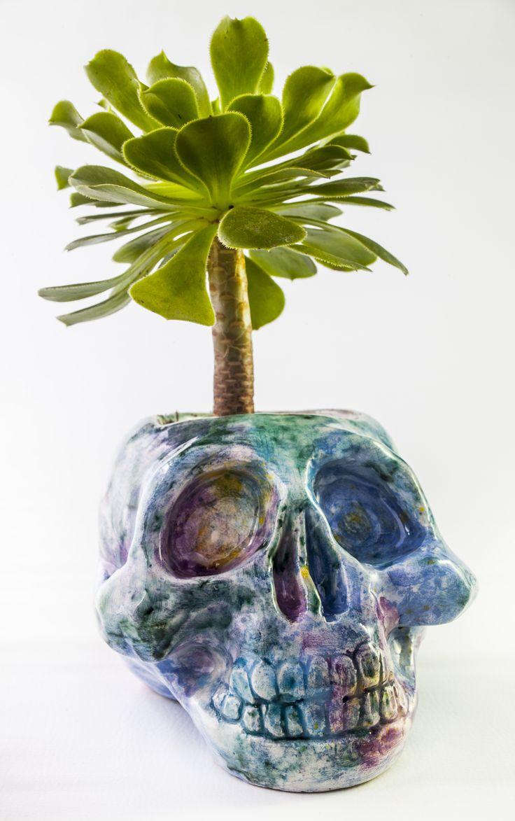 www.astralobjetos.com Maceta calavera galaxia ideal para suculentas y cactus. Ceramica hecha a mano - Handmade ceramic ceramic pot, cute plant pot, handmade pottery