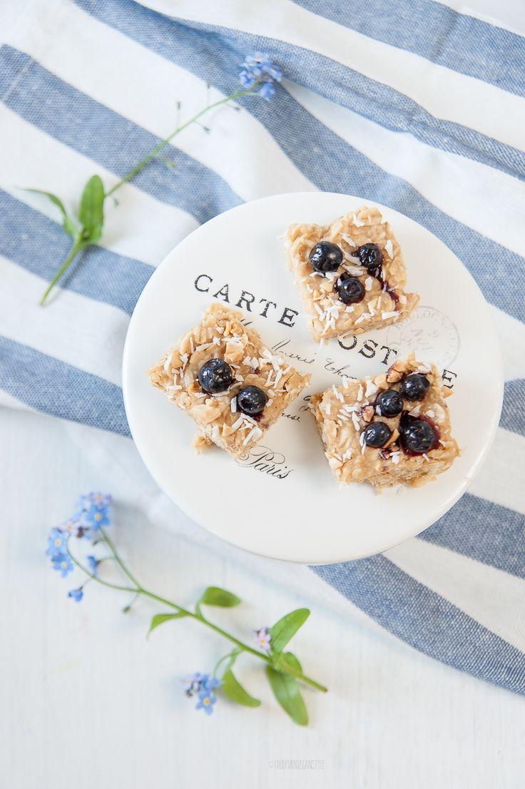 Peanut butter - oat squares (vegan dessert or energy snack) / Batoniki orzechowo-owsiane (wegańskie, bez pieczenia)