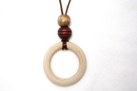 How to make your own nursing necklace (with video!) | @offbeathome