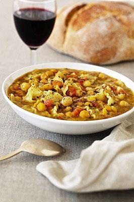 Pasta e ceci alla laziale  (con aglio olio pomodorini e acciughe)