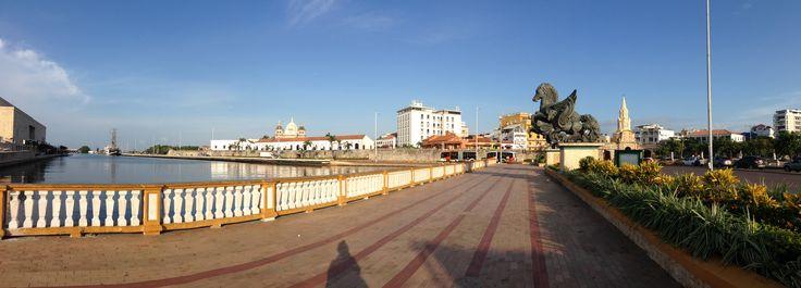 Centro histórico de Cartagena de Indias. Panorámica del Muelle de los Pegasos hasta la Torre del Reloj Público . #cartagenadeindias #colombia #destinoturistico #ciudadhistorica #ciudadamurallada