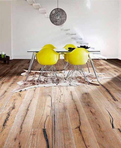Luce mucho más un suelo instalado a lo largo de una estancia. En el caso de suelos de madera, cómo los movimientos de hinchazónson mayores a lo ancho, disminuimos las posibles variaciones relacionadas con los cambios en la humedad relativa del aire.