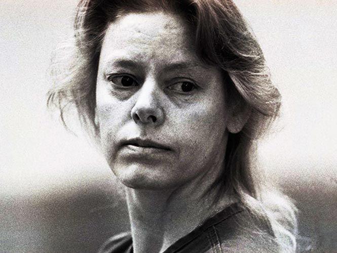 """En 1989, Aileen Wuornos demostró que los hombres no tienen la exclusiva sobre la violencia en serie cuando se convirtió en una de los asesinas más conocidas de Estados Unidos, inspirando a la película de 2003 """"Monster"""", protagonizada por Charlize Theron como Wuornos."""