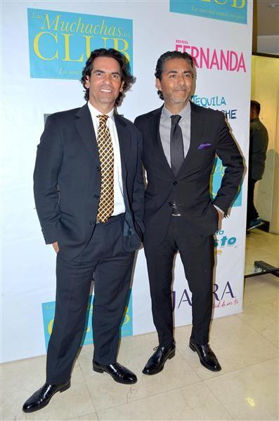 """Los hermanos Armando y Raúl Araiza llegan juntos al estreno de la obra """"Las Muchachas del Club"""" en el Teatro Libanés, en México, el 1 de diciembre de 2015.¿Nos sigues en Twitter?"""