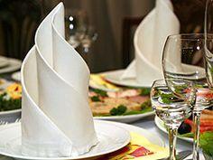 Servietten falten - Anleitung für einfache Falttechniken | Serviettenfalten Stoffservietten, Papierservietten