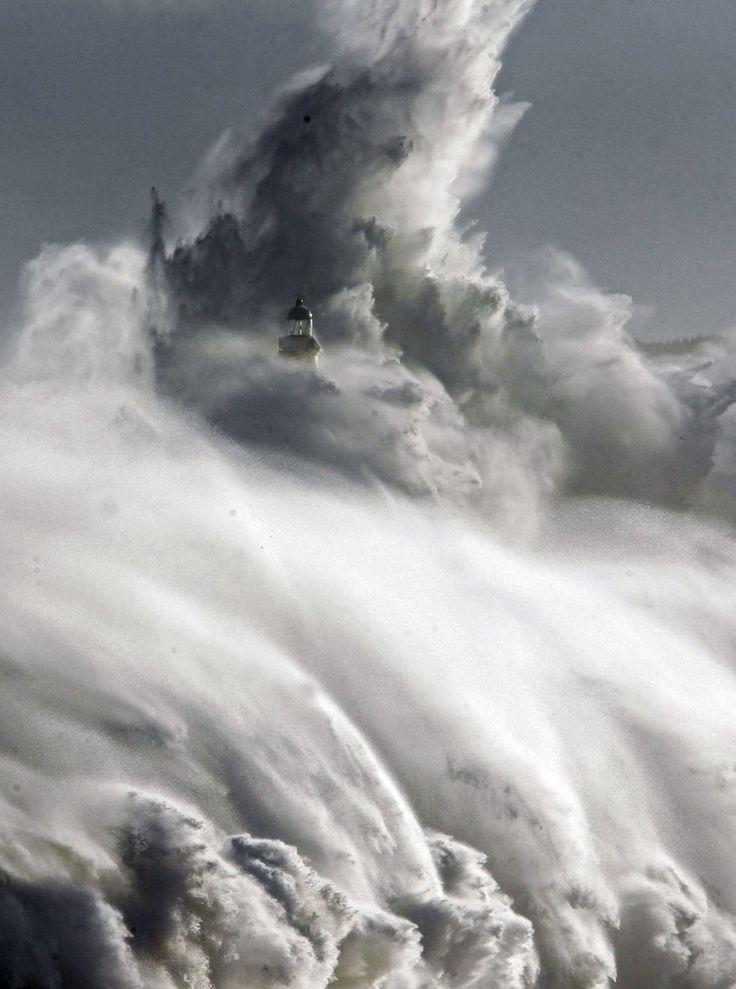 Un fuerte temporal sacude el Cantábrico | Fotogalería | Madrid | EL PAÍS ❥Teresa Restegui http://www.pinterest.com/teretegui/❥