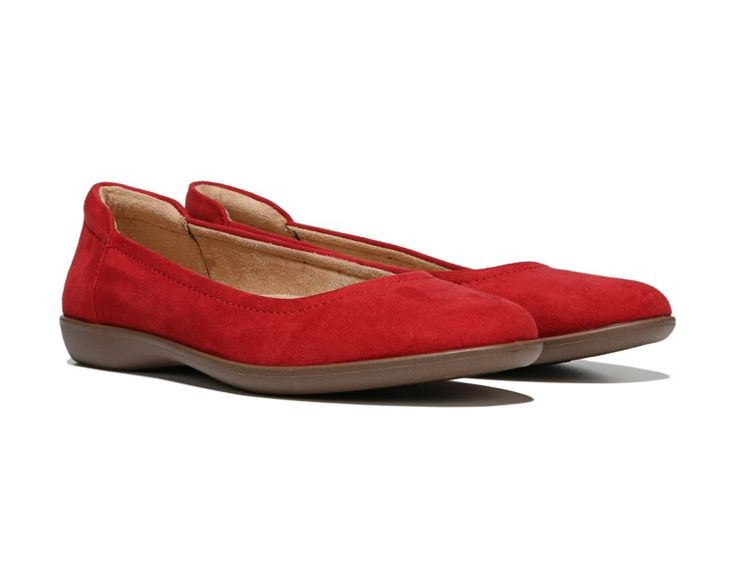 The Flexy flat from Naturalizer is a classic silhouette that adds instant polish to any outfit.Leather upper in a casual weekend style with a round toeSlip-on fitPadded heel detailN5 Contour technologyNon-slip outsole for stability, 3/4 inch heel