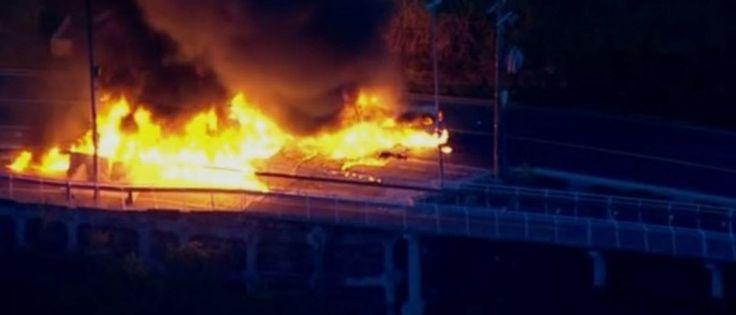 InfoNavWeb                       Informação, Notícias,Videos, Diversão, Games e Tecnologia.  : Uma pessoa morre após carro e ônibus pegarem fogo ...