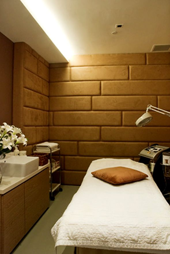 Love the walls with fabric foam and upholstery tape could for Massage room interior design ideas