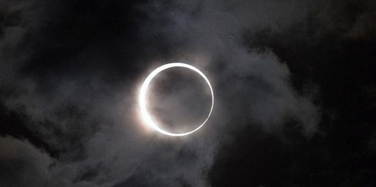 Il mondo finirà nel 2017: arriva l'eclissi dell'Apocalisse L'eclissi solare totale che interesserà gli USA nell'agosto 2017 dovrebbe segnare l'inizio dell'Apocalisse