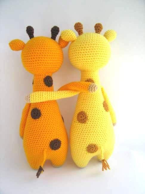 Вязаный жираф амигуруми подарит вашему ребенку много радости и тепла. Схему вязания и описание найдете на сайте Handcraft Studio.