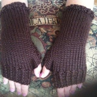 17 Best images about Knit - mittens/wrist warmers on Pinterest Free pattern...
