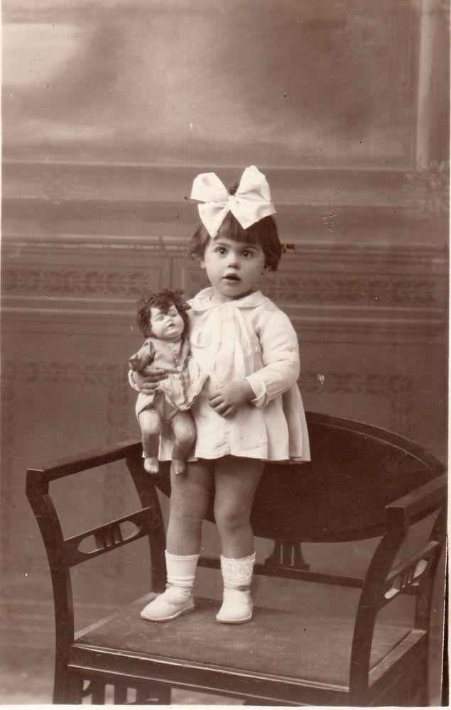 BL046 Carte Photo vintage card RPPC Enfant poupée jouet ancien chaise debout   Collections, Photographies, Autres   eBay!