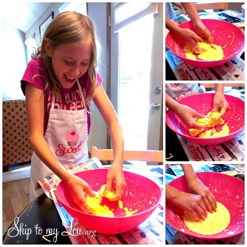 Oobleck recipe This stuff is amazing. You will be totally taken with this goo. If you quickly smack oobleck with your hand it immediately turns into a solid, instead of splashing or moving. If you slowly move oobleck it reacts like a liquid. #scienceexperiment #kidsactivity #skiptomylou